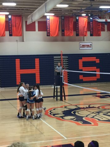 Hershey High School girls volleyball team huddles prior to the game against Waynesboro High School. Hershey won with a score of 3-1 after four rounds. (The Broadcaster/ Tori Moss)