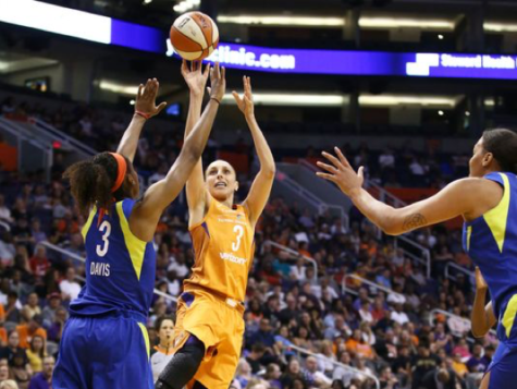 Diana Taurasi shoots a jumper over Dallas's guard Kaela Davis in the first half of the game on May 18, 2018. The Phoenix Mercury won 86-78, and Taurasi made her 1,000th 3-pointer during the game. (Rob Shumaker/The Republic)