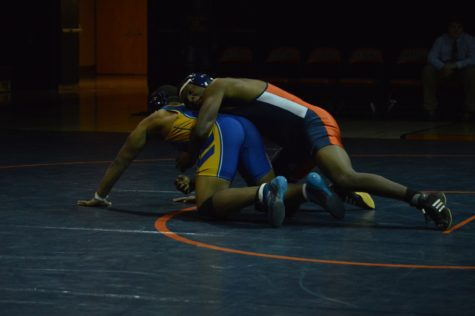HHS Wrestling Loses Close Match to Middletown
