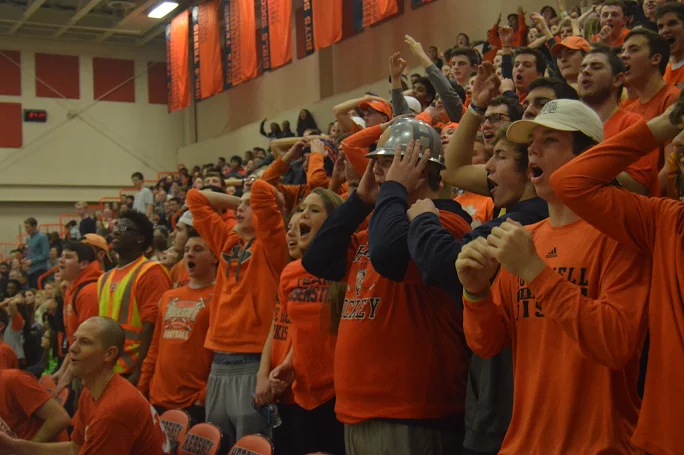 HHS+seniors+yell+in+frustration+at+the+teachers+vs.+teachers+basketball+game.+%28Broadcaster%2FBella+D%E2%80%99Adderio%29%0A