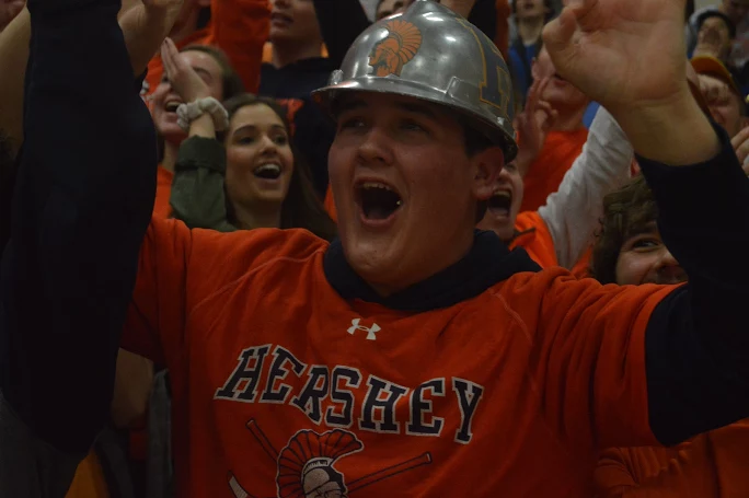 HHS+Senior+Josh+Warren+throws+up+his+arms+in+excitement+during+the+teachers+vs.+teachers+basketball+game+to+help+support+the+fight+against+pediatric+cancer.+%28Broadcaster%2FBella+D%E2%80%99Adderio%29%0A