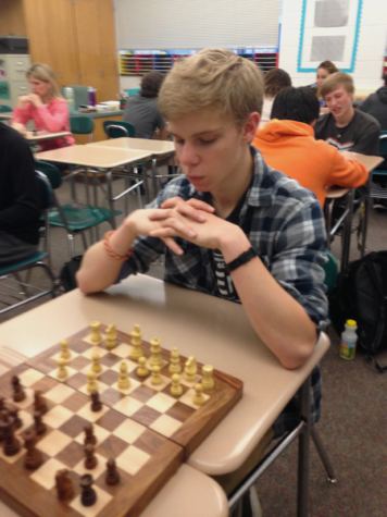 Chess Club Teachers Teach Newcomers in HHS Community Day