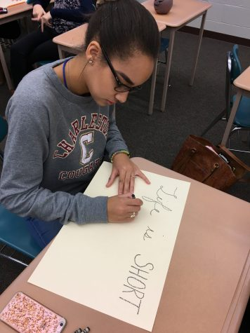 Junior Azelin Thompson creates an inspirational poster during the HCYA: Hershey Compliments session. Azelin has been a member of HCYA since the beginning of the school year. (Broadcaster/ Bella D'Adderio)