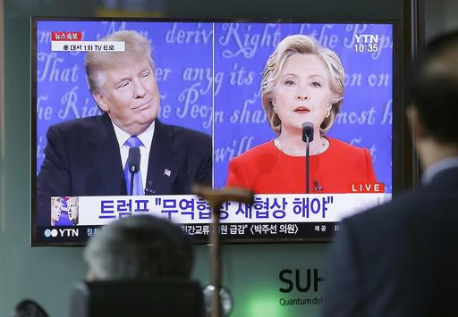 People watch a TV screen showing the live broadcast of the U.S. presidential debate between Democratic presidential nominee Hillary Clinton and Republican presidential nominee Donald Trump, at Seoul Railway Station in Seoul, South Korea, Tuesday, Sept. 27, 2016. (AP Photo/Ahn Young-joon)