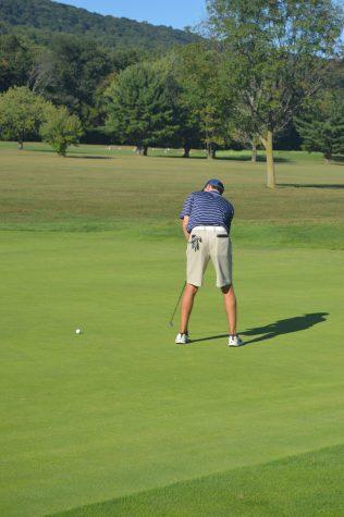 HHS varsity golfers represent Trojans
