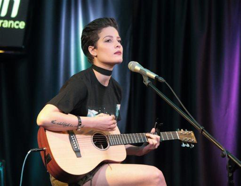 Singer-songwriter+Halsey+visits+the+Q102+Performance+Theater+on+Thursday%2C+May+12%2C+2016%2C+in+Philadelphia.+%28Photo+by+Owen+Sweeney%2FInvision%2FAP%29%0A