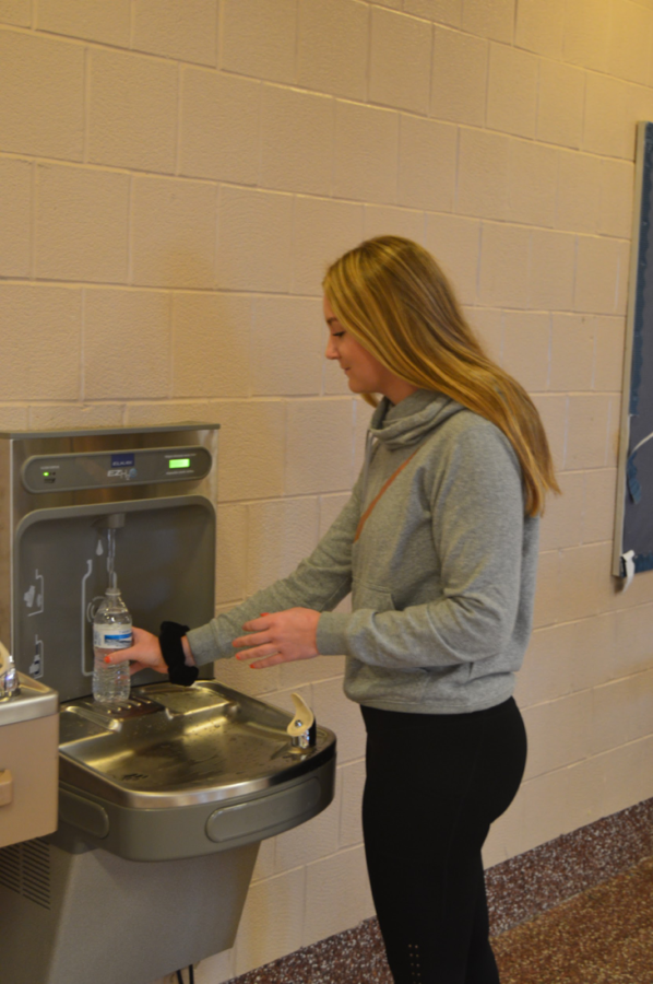 Junior Emily Liesch refills her water bottle. The new station is one of two that detects motion and automatically begins filling. (Broadcaster/Halle Burk)