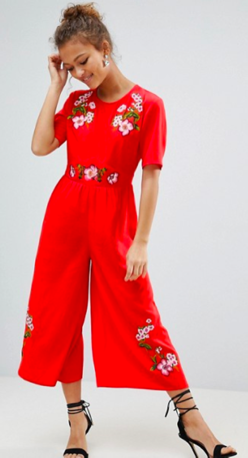 The+red+jumpsuit+with+flowers+from+Asos+will+make+a+bold+statement+for+the+2018+prom.+The+tiny+embroideries+add+a+relaxed+feel+to+an+intense+color.