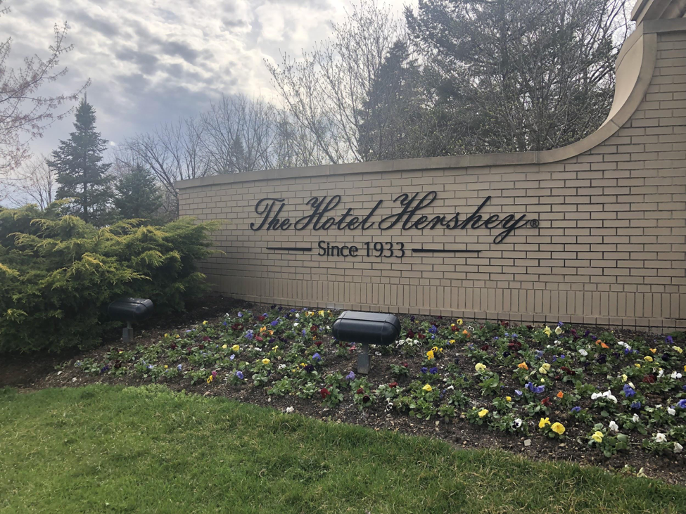 Arrangement+of+colorful+pansies+in+front+of+The+Hotel+Hershey+entrance+sign+on+Sunday%2C+April+14%2C+2019.+The+Hotel+is+a+4+minute+walk+away+from+the+Hershey+Gardens+that+also+is+filled+with+many+flowers.++%28Broadcaster%2FAshlyn+Weidman%29