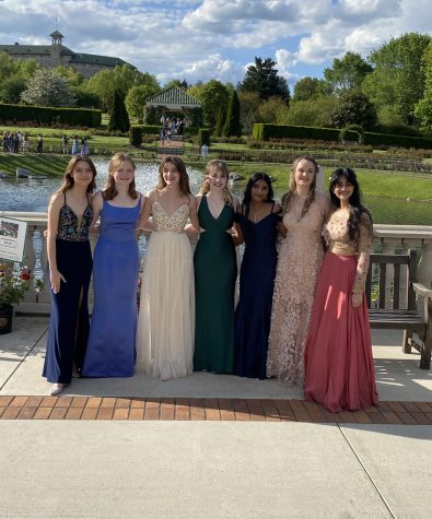 (Left to Right) Seniors Taylor Koda, Lola Berra, Isabelle White, Sarah Horn, Ananya Narayanan, Anna Callahan, and Dhvani PatelPose for a photo. Many of the students had taken advantage of the Hershey Gardens prior to the prom since they opened free admission to HHS seniors and their families. (Broadcaster/ Ashlyn Weidman)